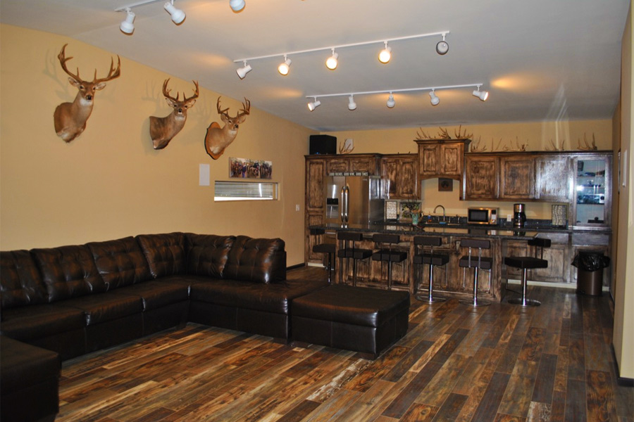 Whitetail Deer Hunting Lodge Reservation